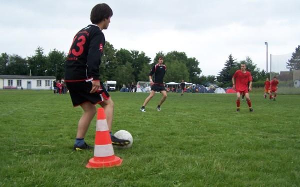 Fussball: Daniel-Nivel-Cup
